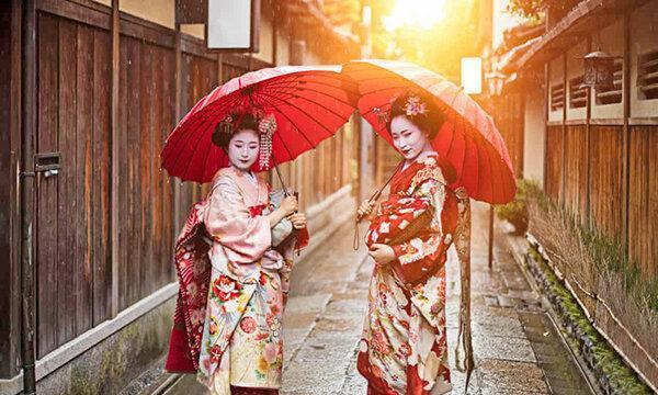 جریمه 10 هزار ینی برای گردشگران سمج ، سلفی با گیشاها ممنوع!