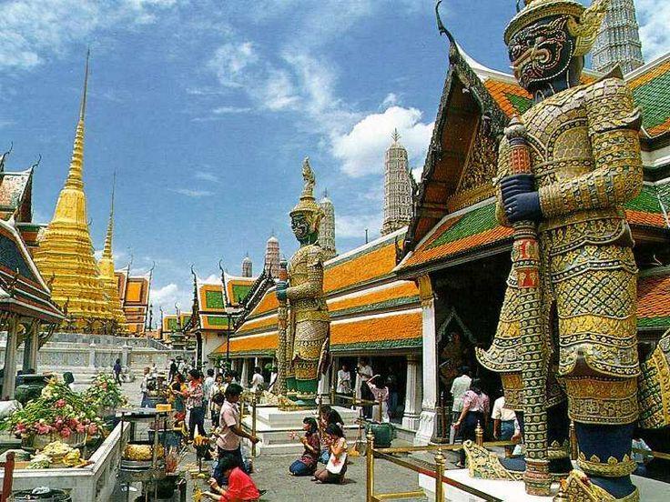 آشنایی مجسمه بودای زمردین در معبد وات پراکائو بانکوک