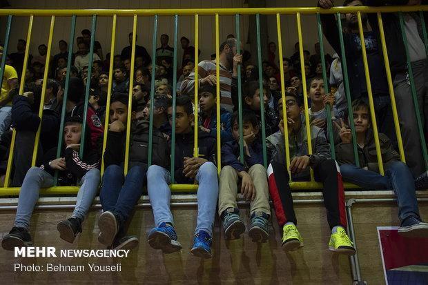 تماشاگران والیبال شهروند اراک محروم شدند