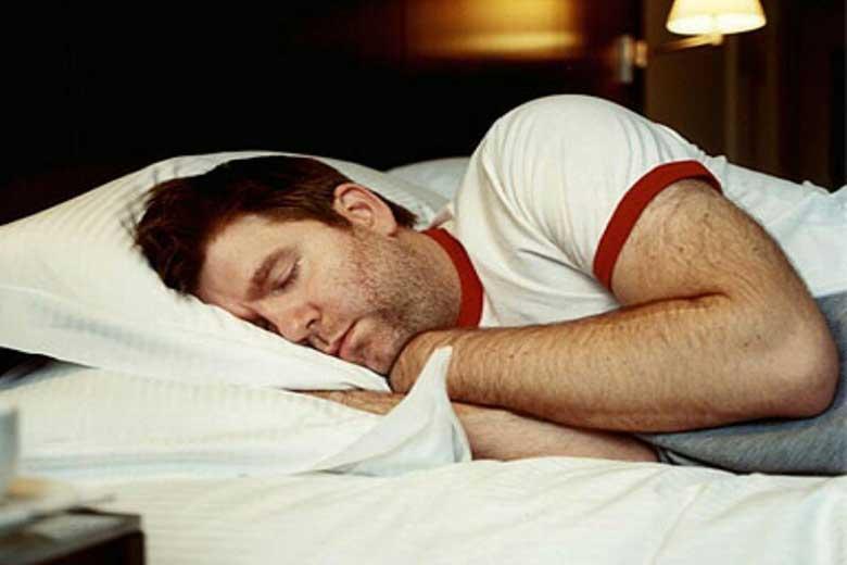 چرا بدنتان در خواب می پرد؟!