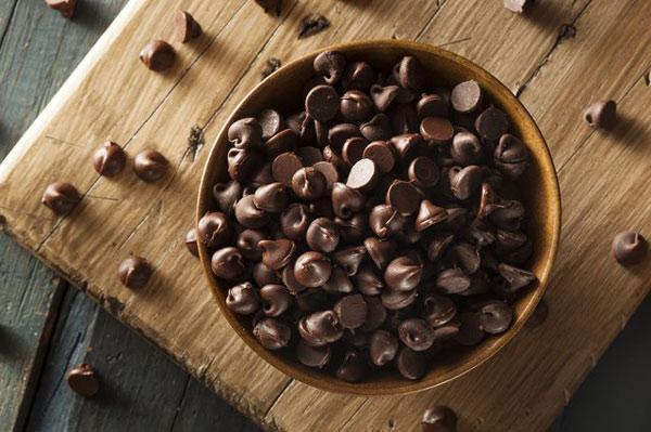 شکلات چیپسی رنگی چیست و چگونه تهیه می گردد؟