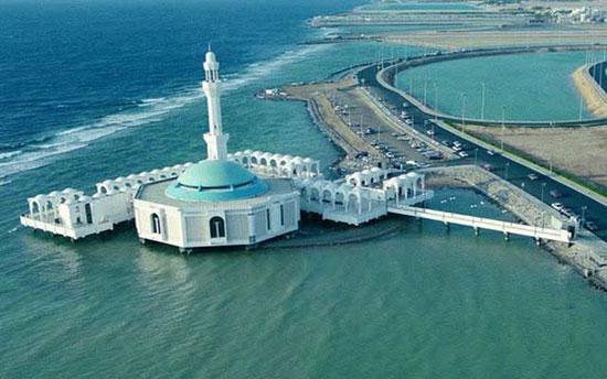ساخت مسجد شناور در ساحل دریا